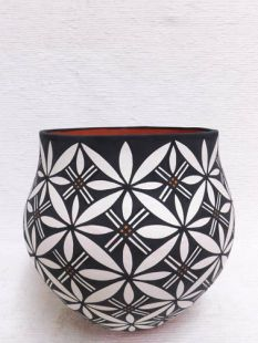 Native American Acoma Handbuilt and Handpainted Large Pot
