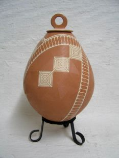 Mata Ortiz Handbuilt and Handetched Lidded Pot
