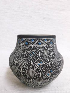 Native American Acoma Etched and Handpainted Pot