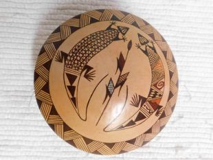 Native American Hopi Handbuilt and Handpainted Seed Pot with Lizard