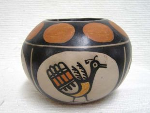 Native American Santo Domingo Handbuilt and Handpainted Polychrome Pot
